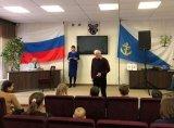 Секретарь территориальной избирательной комиссии Ломоносовского муниципального района приветствует юных граждан по случаю вручения им паспортов.